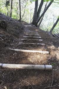 このようにりっぱな階段が出来て...