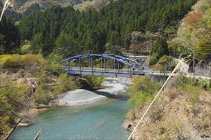 あの橋を渡ると再び一般道。...