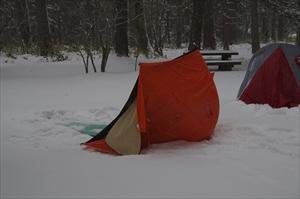 小梨平キャンプ場でテントがひっ...