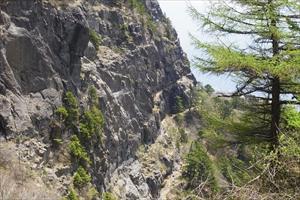 四季楽園の前から見た屏風岩。よ...