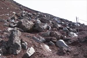 岩がゴロゴロ、基本的にこのルー...