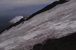 ・・・って思ったら、雪渓をトラ...
