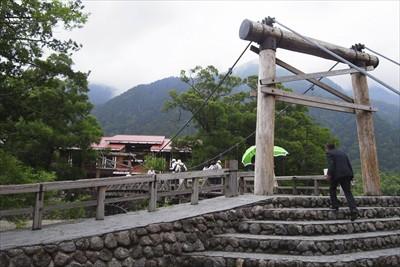河童橋。岳沢に向かうのならば、...