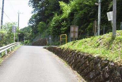 右から日向山への道が合流。...