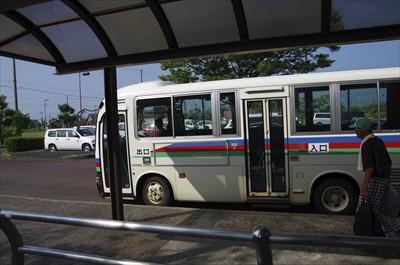 少し早いけどバスが来た。でも、...