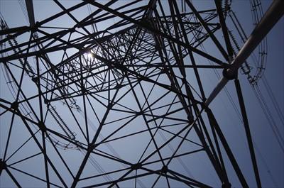 ・・・鉄塔をくぐる。...