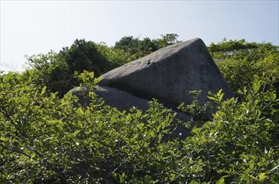 ・・・変わった形の岩が・・・。...