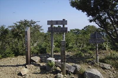 ここが三重嶽山頂、高島トレイル...