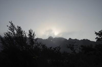 もうすぐ、太陽が出てくる。また...