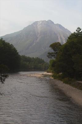 ・・・振り向くと焼岳。...