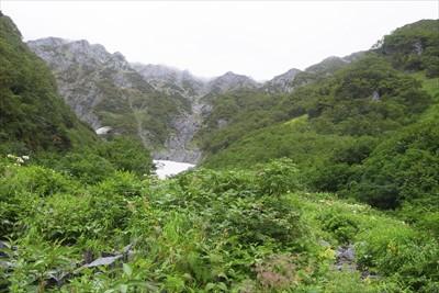 下山開始の前に穂高連峰を振り返...