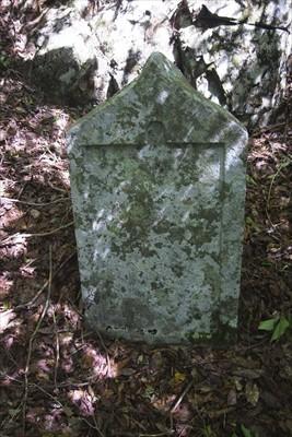 文字の読めない石碑もそのまま。...