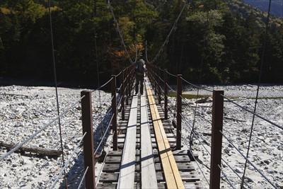・・・新村橋を渡って・・・...