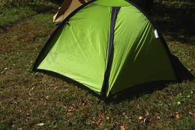 とりあえず、テントに転がりこん...