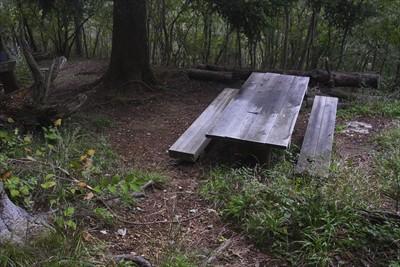 ここのベンチで・・・...
