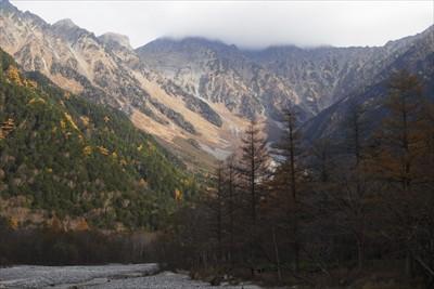 穂高の稜線は雲で覆われていた。...
