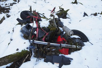 バイクの残骸・・・。どうやって...