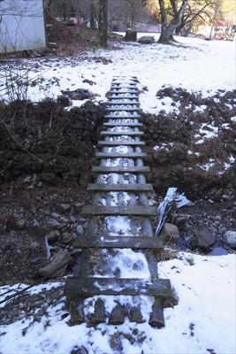 橋の上が凍っているのでチョット...