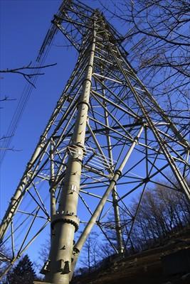 鉄塔を見上げる・・・よく、こん...