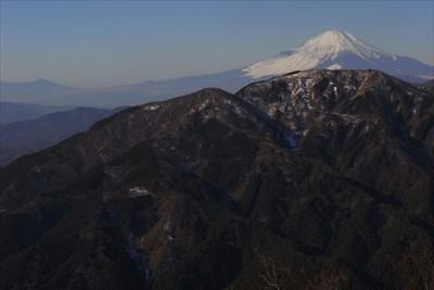 振り返ると富士山はすっかり姿を...