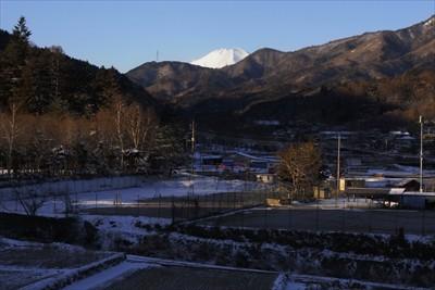 富士山の頭が見えています。山頂...