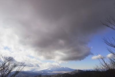 ・・・頭上には不吉な雲が・・・...