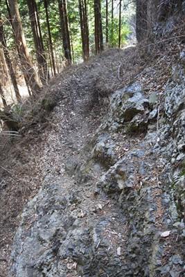 ・・・岩場を慎重に歩き・・・...