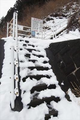 仏果山への登山口。やっぱり、入...