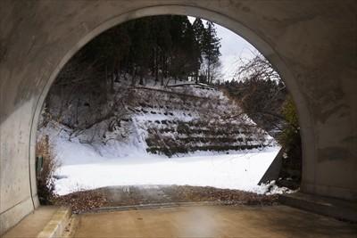 トンネル脱出。結構長かった・・...