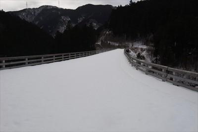 この橋を渡れば県道70号線にで...