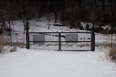 ゲートはいつも通り閉まっていま...