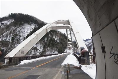 トンネルを抜けて・・・橋を渡れ...