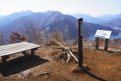 ・・・南山に到着です。山頂には...