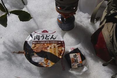 ・・・昼食にするっ! 時間もち...