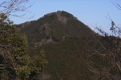 ここからは仙洞寺山がよく見える...