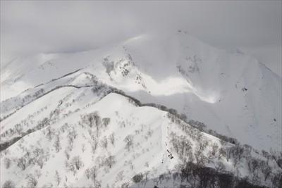 谷川岳方面。稜線はキレイに見え...