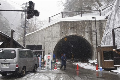 釜トンネル到着。タクシーの中で...