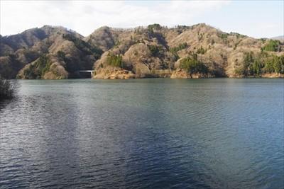 2月の大雪のせいか、宮ヶ瀬湖の...