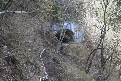 一気に下って清川トンネルが見え...
