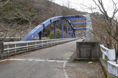 この早戸川橋を渡ると・・・...