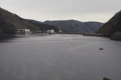 宮ヶ瀬ダムが見えてきた。...