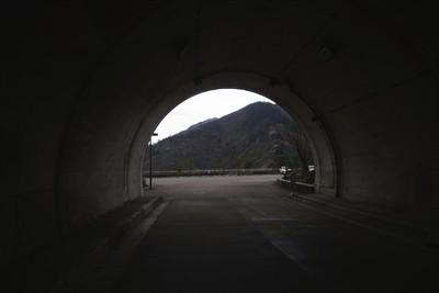 トンネルを抜けると、そこは・・...