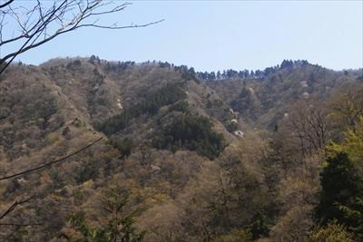 高取山から宮ヶ瀬越の稜線が見え...