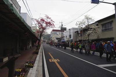 小川町に到着して、七峰縦走の列...