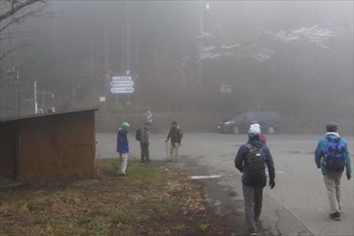 剣ヶ峰の山頂から10分程で白石...