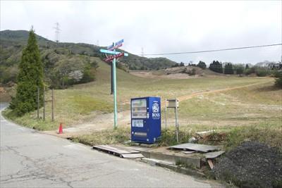 ここからスキー場のゲレンデに入...