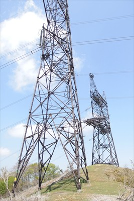 ここから黒河峠までは鉄塔の建っ...