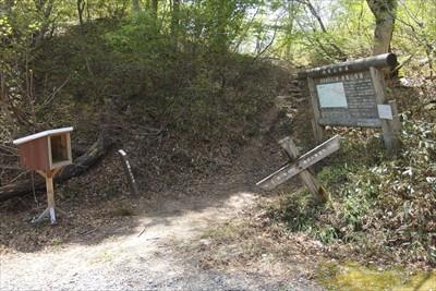 ここが赤坂山への登山口。...