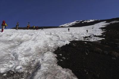 さぁ、ここからは雪渓を直登しま...