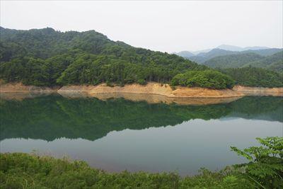 宮ヶ瀬湖は夏に向けて水位を下げ...